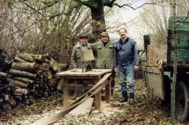 1965 J. Harmat, F. Götz, ?, beim Holzschneiden11HR
