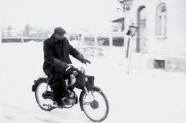 1960 unbekannter mit Moped 28AH