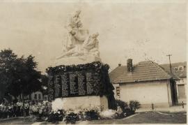 Kriegerdenkmal mit Trafik einst