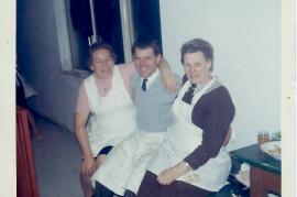 1968 Th. Unger, P. Unger, Fr. Planka, Hochzeitsköchinen bei Szoka Leithagasse 165UP