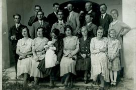 1930er kath. Sängerchor v.l.o. M. Heidovitsch, P. Hiermann, Lehrer Tuschl, M. Heidovitsch, L. Hofbauer, M. Hiermann 2.R. Lehrer Ziniel, J. Metzl, J. Prath,  1HEI