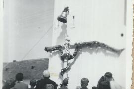 1949 Glockenweihe der große Augenblick knapp vor dem Seilriss aufgenommen 35Gö