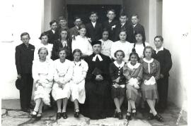 1937 Konfirmation 3.R. 2.v.r. H. Nitschinger 77NH