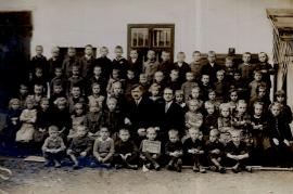 1920er evang. Schulklasse r. Lehrer J. Siebenstich 210PM