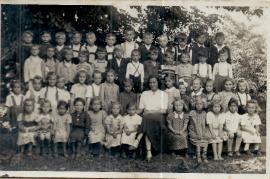 1949 Jahrgang 1943 Schulklasse Lehrerin S. Roth (Tschida) 21UNGR