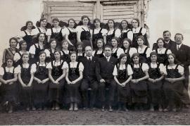 1936 1.R.3.v.r. E. Beck (Pamer), 2.v.l.H. Schmidt, Lehrer Graf mitte Jahrgang 1921 29PJ