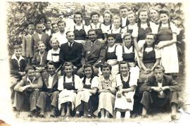 1948 Dir. Vlasich und Dir. Graf mit Schüler Jahrgang 1936 57K