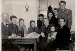 1950er v.l. Hr. Heidovitsch, ?. M. Sonnleitner, Lehrerin Steirer, H. Heidovitsch, Pfarrer Berger, Heini Heidovitsch, Sepp Scherhaufer, J. Magyar, A. Beck, J. Beck 3HEI