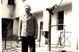 1948 Feda P. Milleschitz im Schulhof 57MP