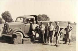 1956er Rasenstechen in Zurndorf mit Saurer Lastauto