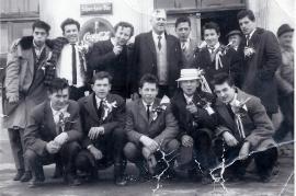 1962 Musterung Jahrgang 1943 v.l. vorne J. Steinmacher, W. Pamer, G. Kuhne, M. Sochr, H. Resch, 2.R. P. Hofbauer, L. Polz, H. Bruckner, Bürgerm. Horvath, L. Schmidt, M. Hoffmann, Hansonkel Hoffmann, J. Renkl 2KP