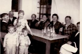 1964 M. Haas, Elsa Haas,?, Fr. Haas, Fr. Pamer, M. Samek, E. Reif, vorne Ernst u. Erich Schneemayer 92WS