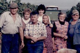 1980er Weinlese G. Pflamitzer, E.H. Zapfl, E. Nestlingen, J. Pflamitzer, H. Kaipl, M. Dürr (Hiasl) 48ZA
