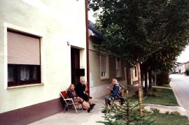 Gassentratsch Neusiedler Gasse Sochr Anna, Toth Maria, Fr. Pfla